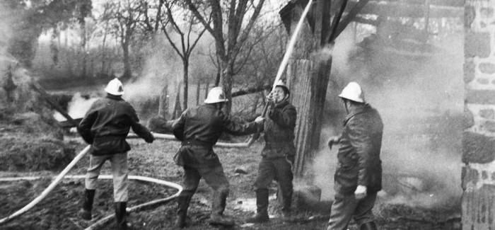 1975 – Extinction d'un incendie