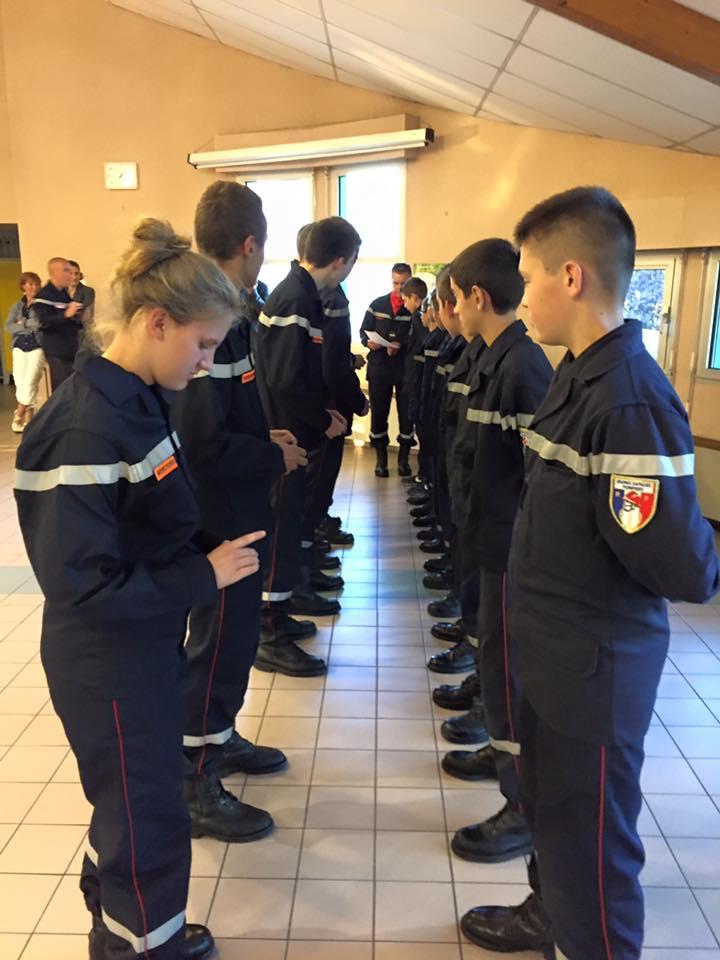 insignes jaunes de 2ème année au 9 élèves de 4ème en formation JSP.